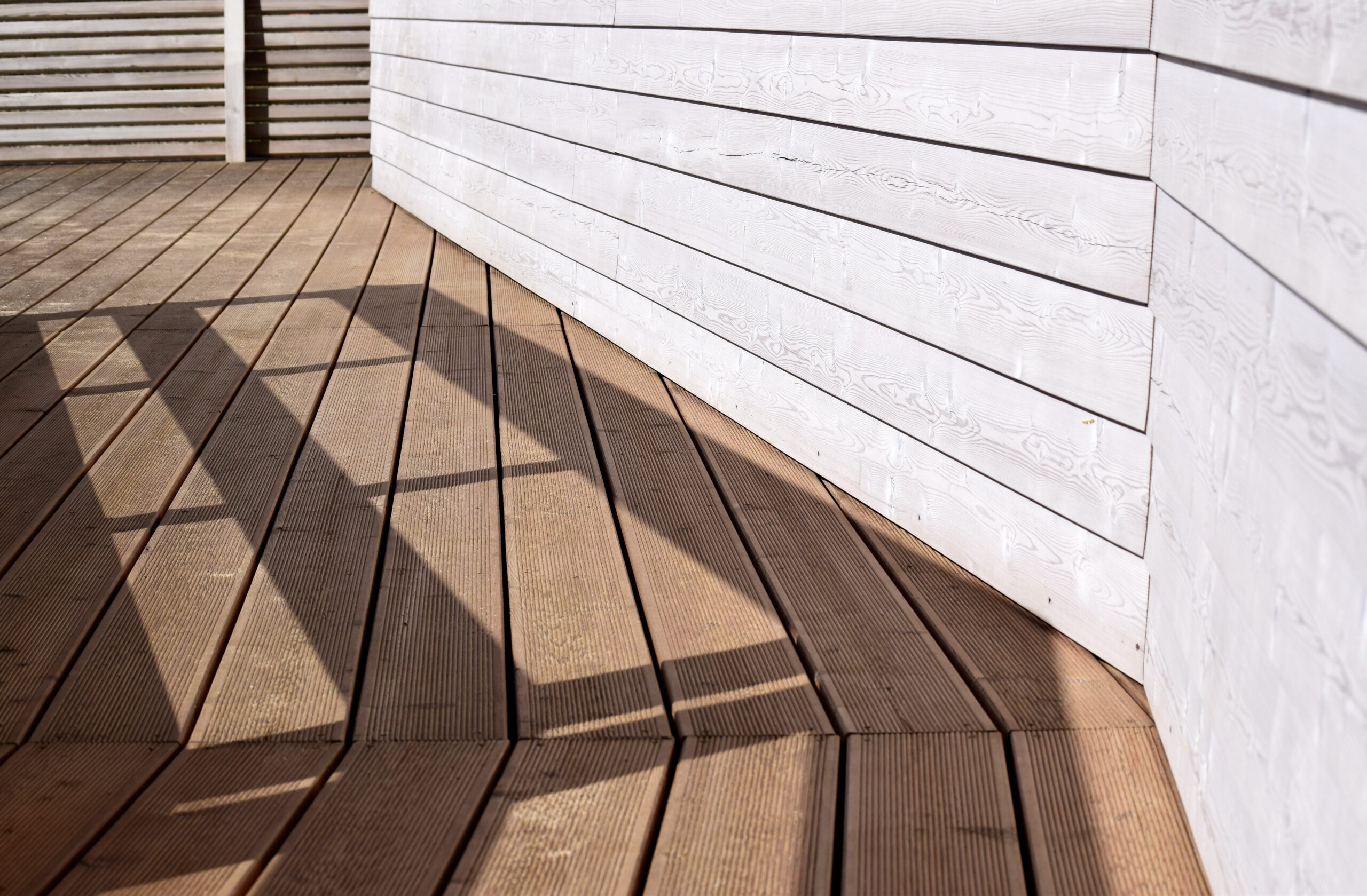5 Steps to Keep Your Wood Deck Summer-Ready