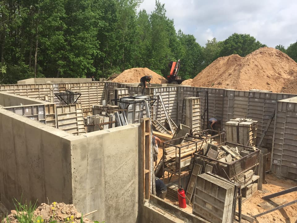 Residential crews pouring walls in sand