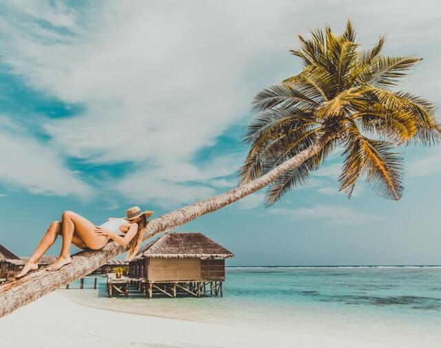 femme plage maldives