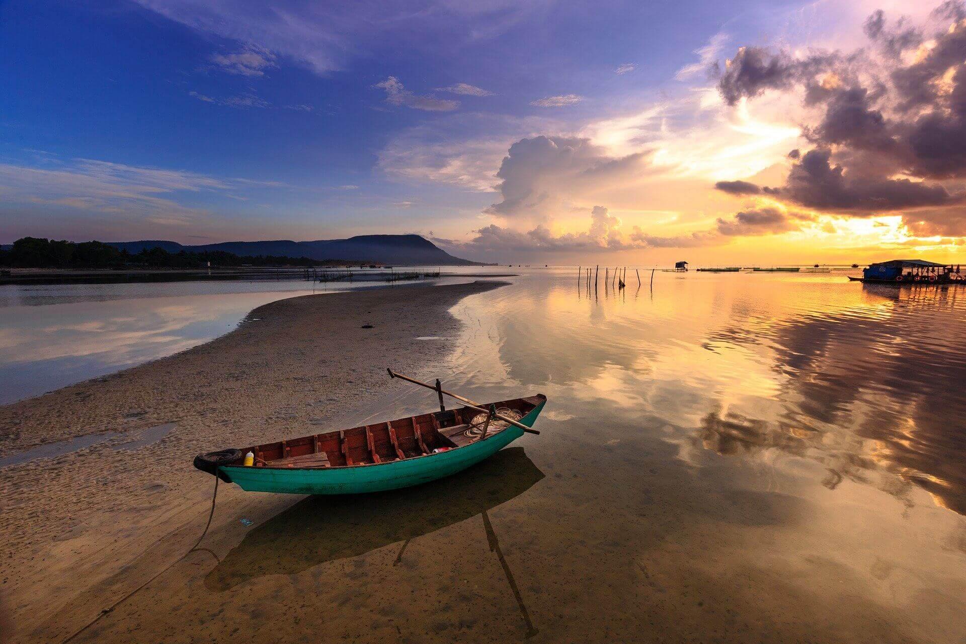 bateau sur plage vietnam
