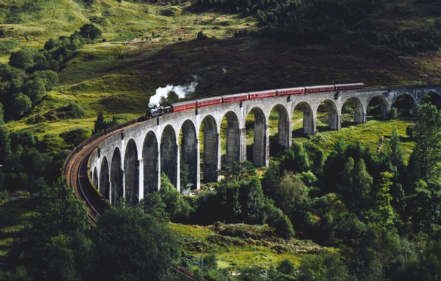 train sur viaduc ecosse