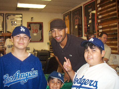 Upper Deck and South Bay team up to bring Matt Kemp of the Dodgers into the store to sign for customers.