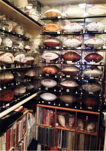 University-of-Texas-Longhorns-Football-Super-Fan-Collector-Signed-Footballs-Media-Guides