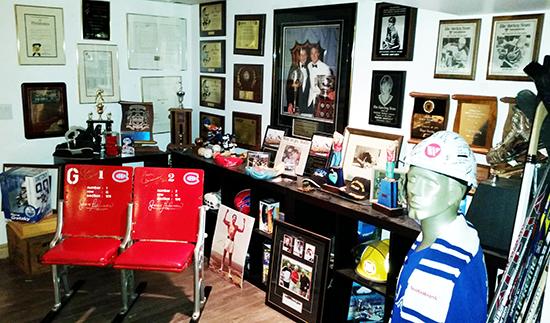 Dan-Tracy-Upper-Deck-Diamond-Club-Member-Walter-Gretzky-Home-Memorabilia