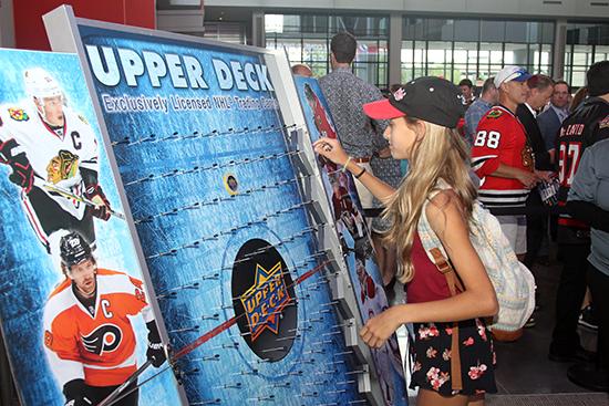 2017-nhl-draft-upper-deck-puck-o-plinko-girl-fans
