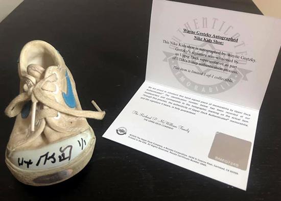 upper deck authenticated wayne gretzky signed autographed shoe customer engagement coa