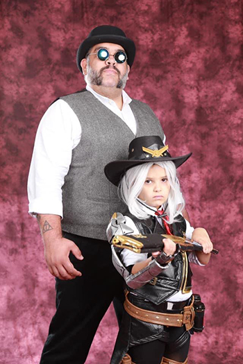 overwatch league cosplay father daugther