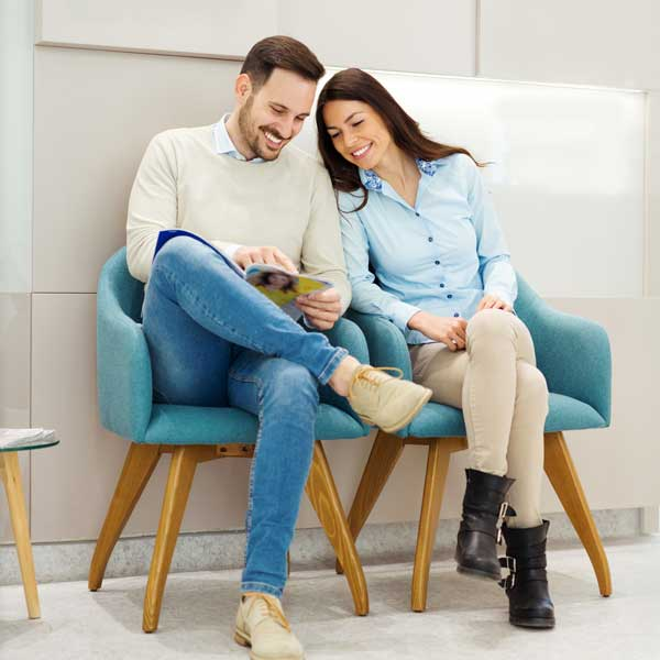 Couple-waiting-in-lobby-for-IV-nutrition