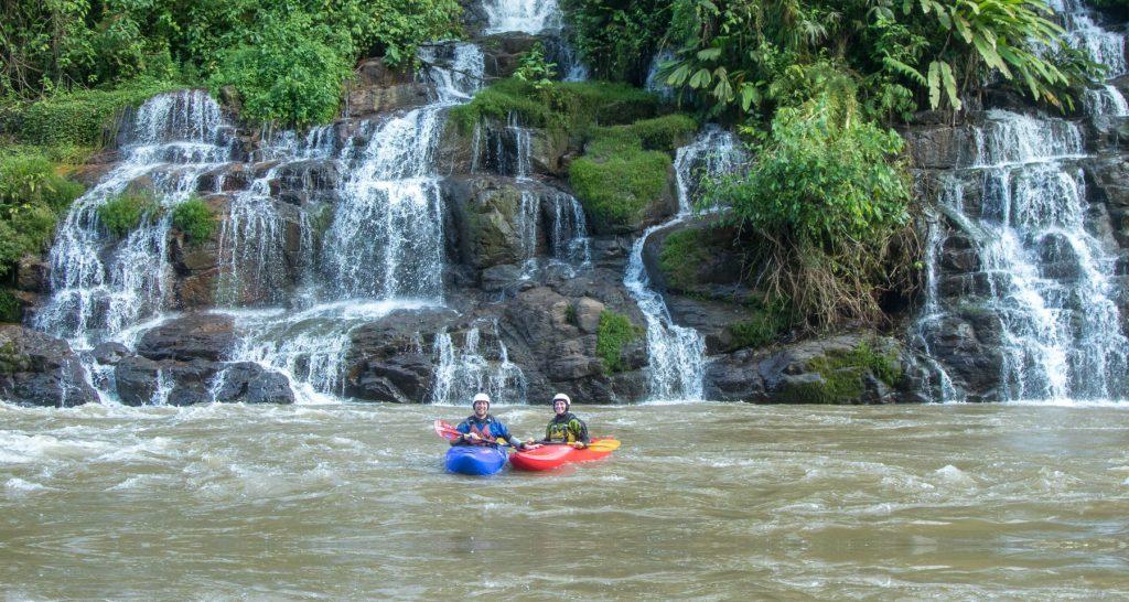 2 kayakers in Jondachi river