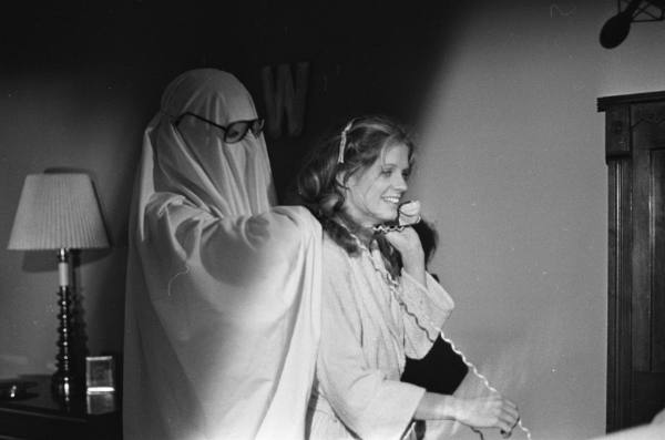 Michael Myers as a glasses-wearing ghost giving PJ Soles a neckrub in Halloween 1978
