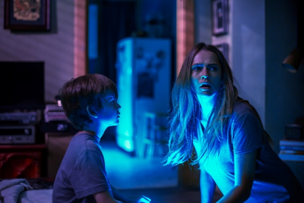 mom and kid in a dimly-lit room in Lights Out 2016