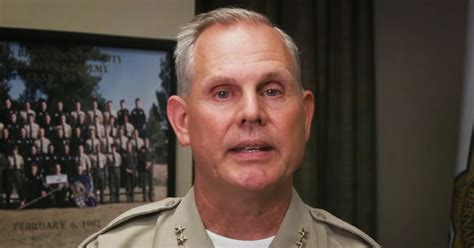 Deputy Kicks Suspect
