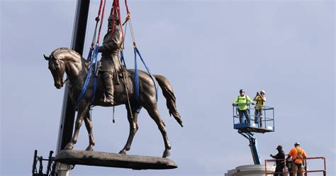 Robert E. Lee statue
