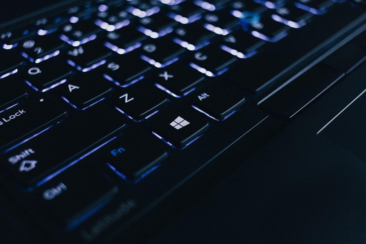 teclado conectado a sistema de atendimento