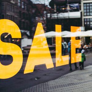 Frente de loja com oferta de black friday
