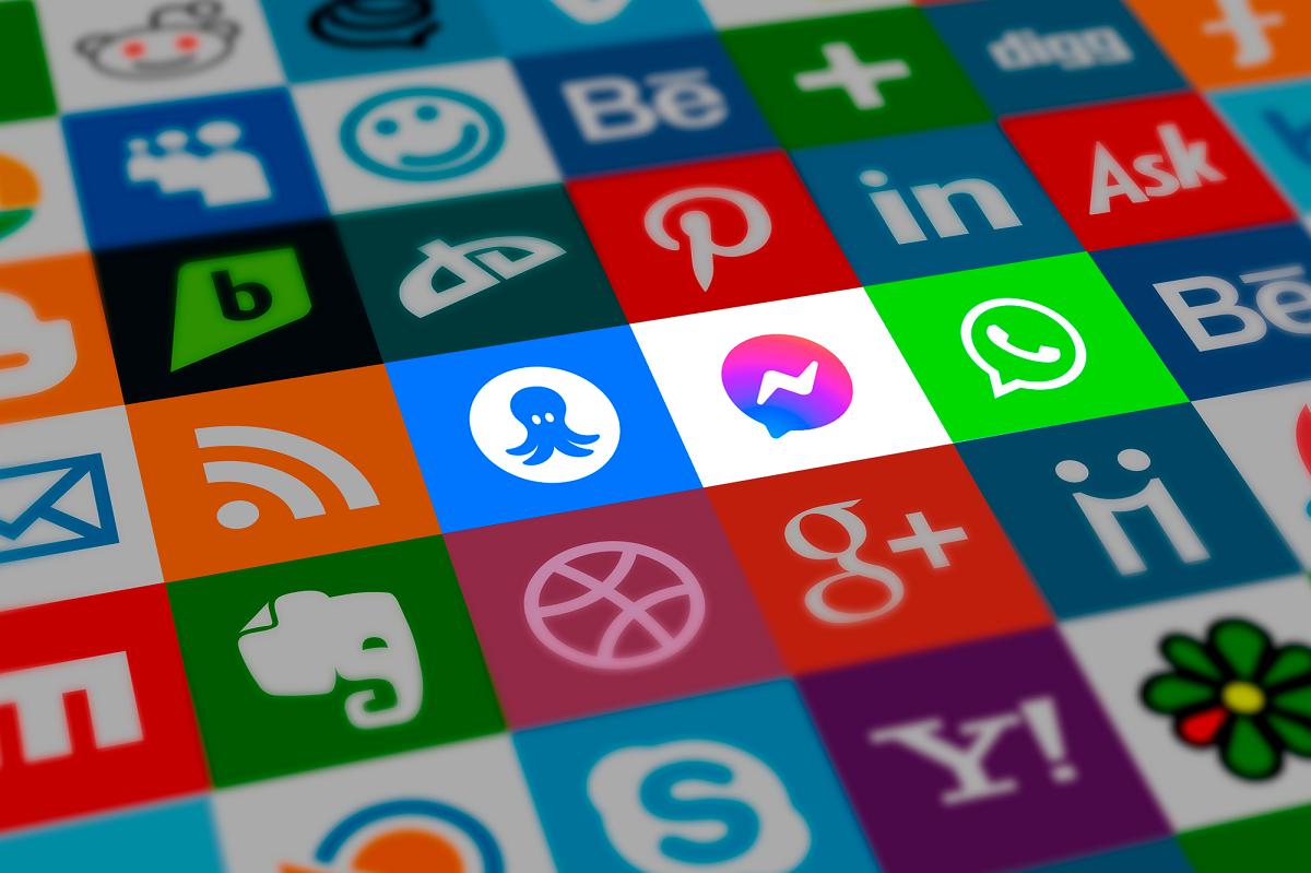 Chat,WhAtsApp ou Facebook Messenger