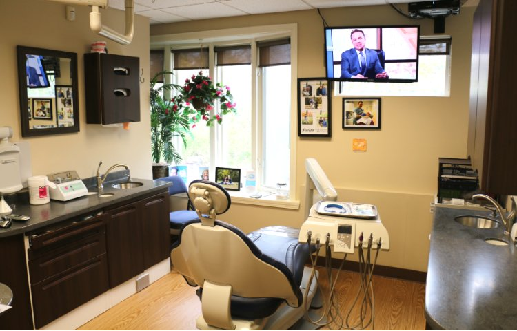 Dental treatment room with closed walls and sunlight to prevent Covid-19 coronavirus