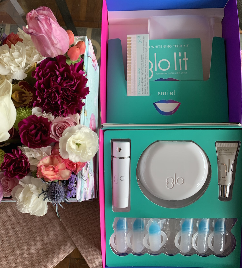GLO Lit Teeth Whitening Kit