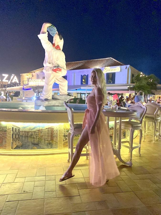 Gianni's Square Aruba