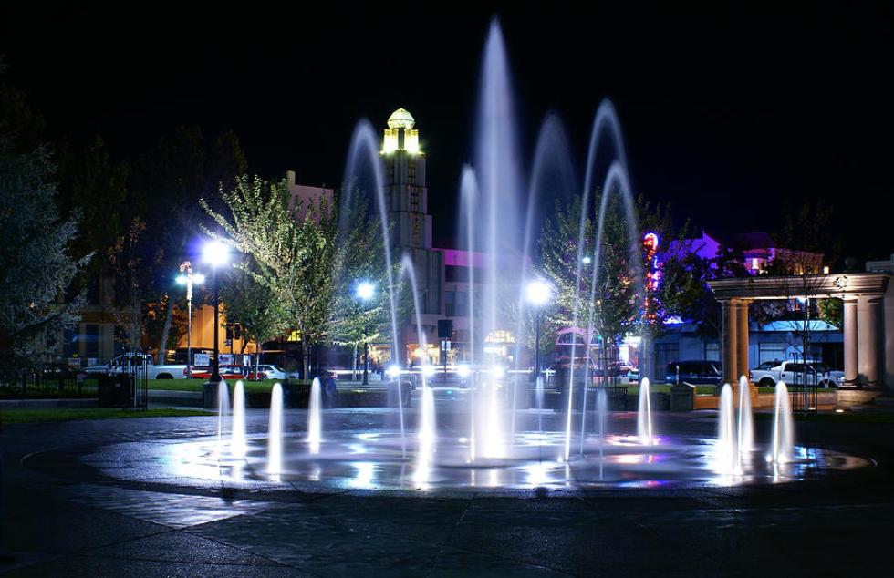 chico-city-plaza-at-night-abram-house