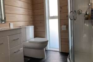 The Bach - bathroom
