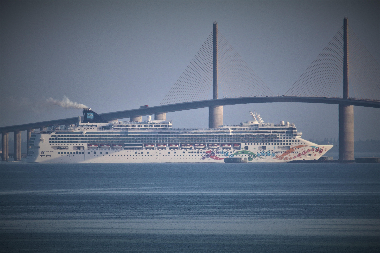 Cruise-thru-skyway