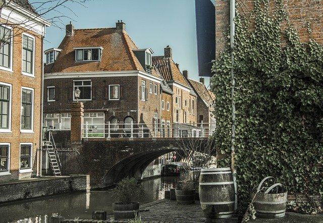 Netherlands Lawsuit Reduce Age