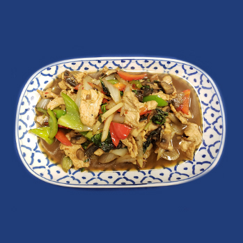 Chicken, pork or beef with fresh chili, basil, mushrooms and sweet bell peppers