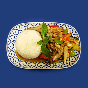 Chicken, pork or beef with fresh chili, basil, mushrooms and sweet bel