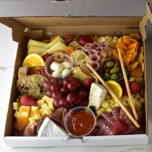 large-size-classic-charcuterie-box-by-marcuterie-windsor