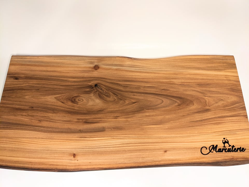 White elm Wood 22.5 Charcuterie Board with Marcuterie Windsor