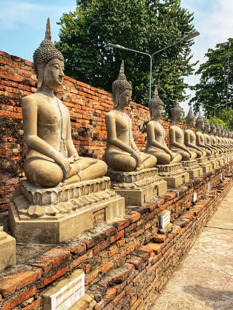 Budas que conmemoran el triunfo de la batalla contra Myanmar