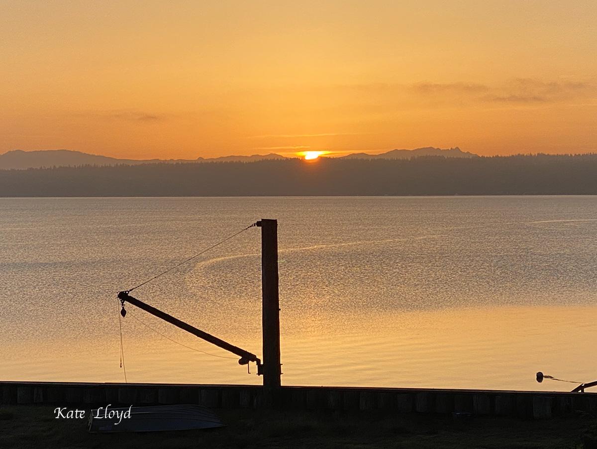 A splendid sunrise up at the beach.