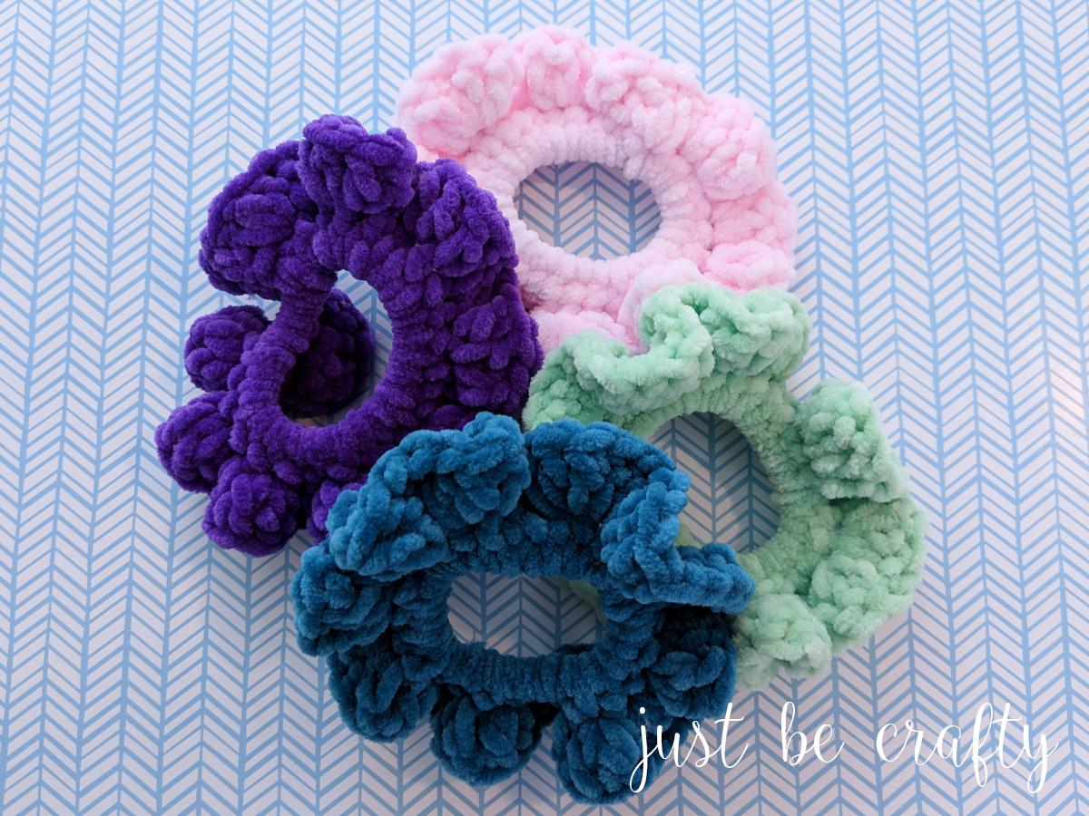 90s Inspired Velvet Scrunchies - Free Pattern