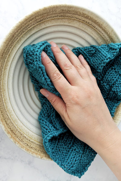 Checkered Waves Dishcloth Pattern - Free Knitting Pattern by Just Be Crafty