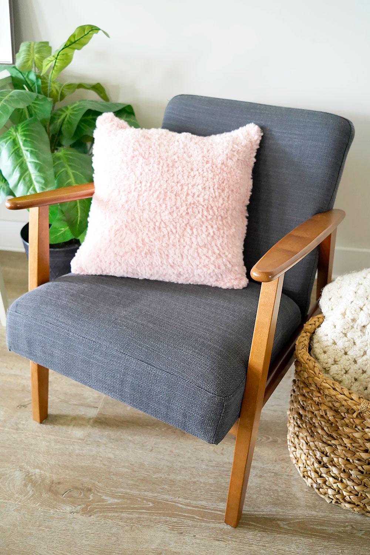 Crochet Fuzzy Pillow Tutorial