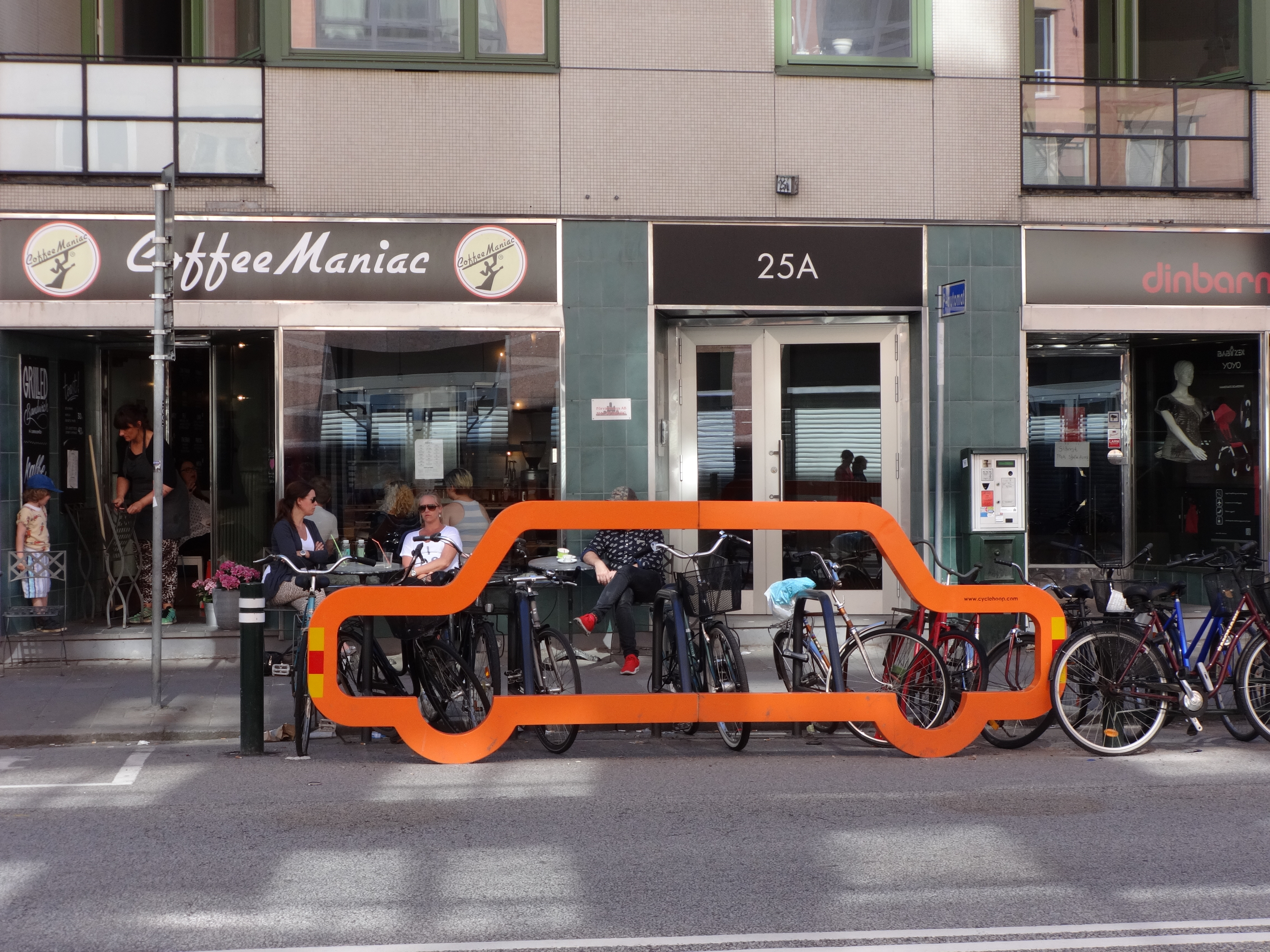 I found this really powerful, a representation of how many bikes can take the space of one car.