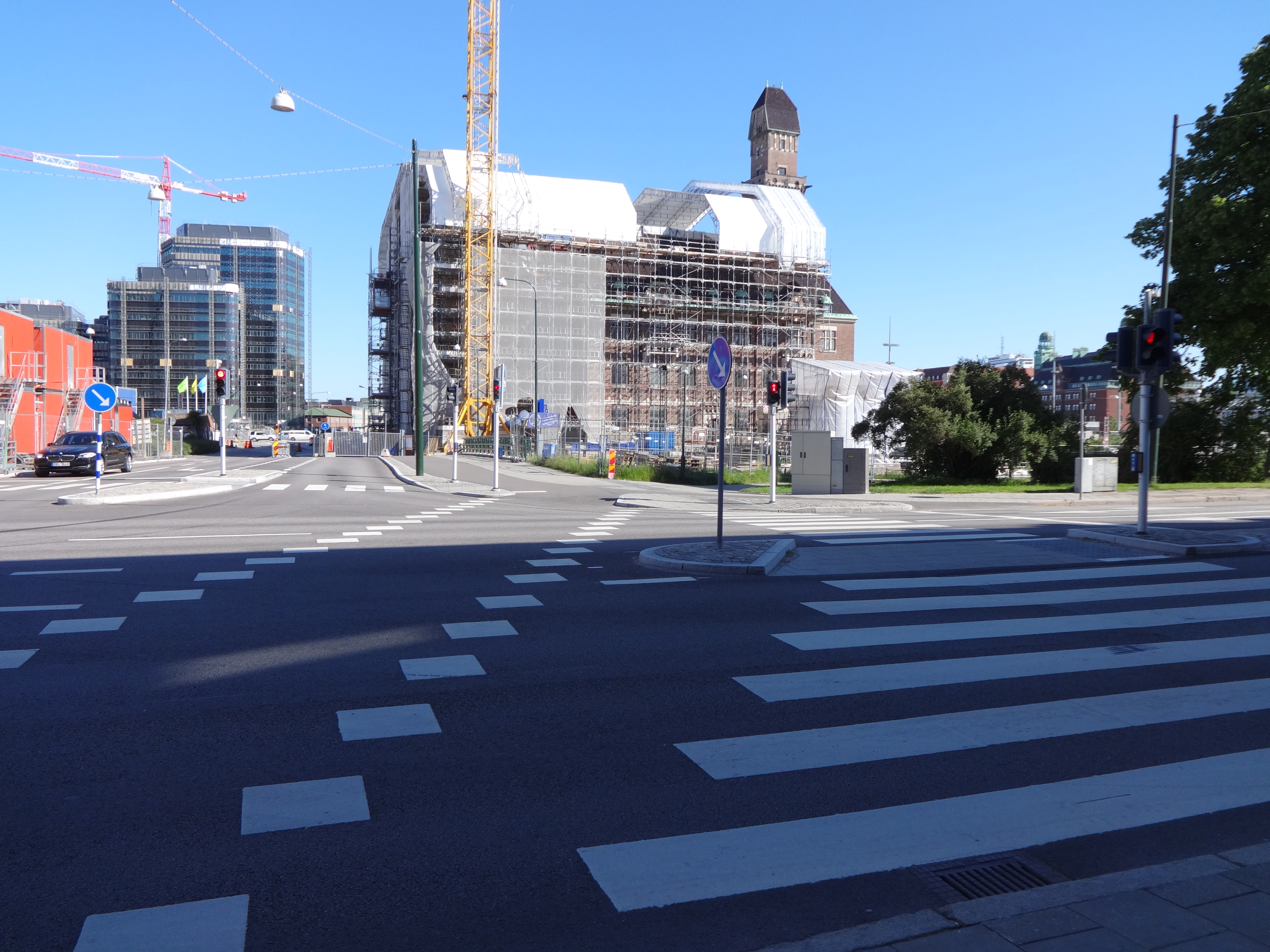 It was hard to get pictures of the intersections, but the right is where pedestrians cross and the left (between the diamonds) is for bikes. The pedestrian signal is on the right and the skinny signal in the middle of the picture is for bikes.
