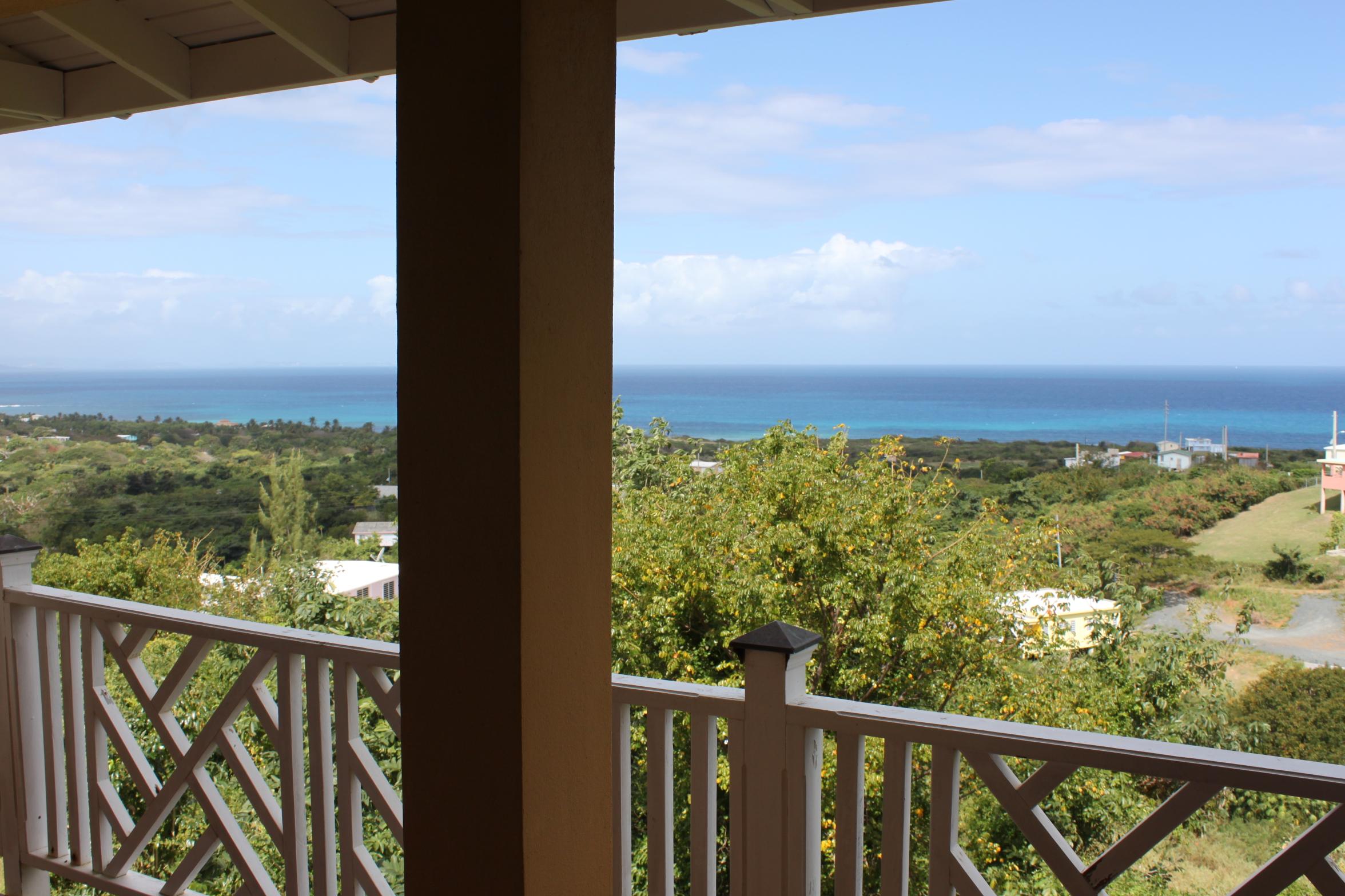 Hilltop Hideaway – Big Views and Breezes