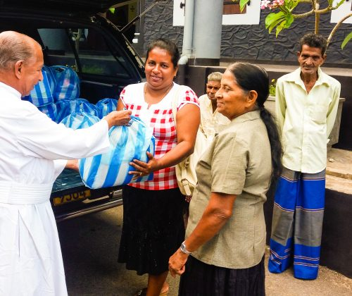 Hampers distribution in Galle