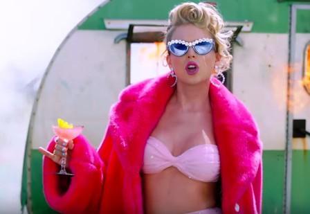 Taylor Swift: homophobic beasties, ya need to calm down