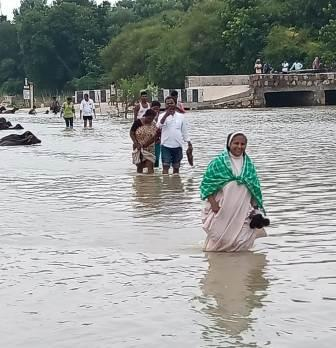 Patna Archdiocese Floods relief to the Distressed