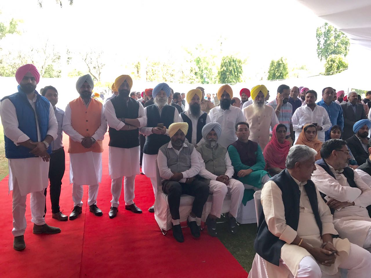 Mismanagement at swear-in-ceremony function shows  inefficiency of Congress to deal with the issues, H.S.  Phoolka.
