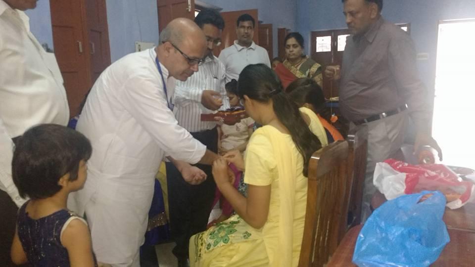 भारत विकास परिषद् नारनौल के सदस्य दिव्यांग बच्चियों से रक्षा सूत्र बंधवाते हुए सामाजिक समरसता का एक दिव्य कार्यक्रम गत कई वर्षों से नियमित रूप से जारी