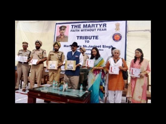 Punjab Governor pays floral tributes to Shaheed Jagjit Singh