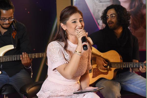 Dhvani Bhanushali enthralls audience at Hungama Spotlight Rising Star