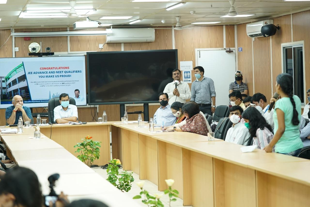 Delhi CM and Dy CM congratulate top achievers of NEET-JEE qualifying exams