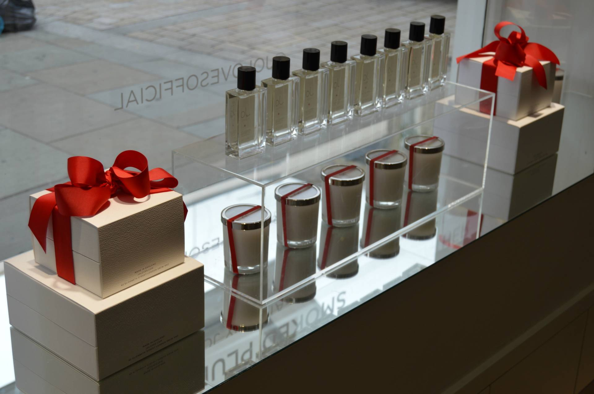 jo-loves-elizabeth-street-store-window-travel-inhautepursuit-shopping
