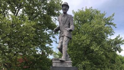 bill statue