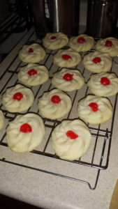 Cooling cookies.